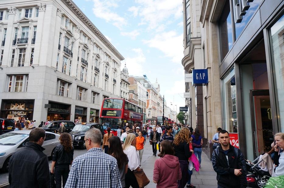 [英國。倫敦]Lush旗艦店。服務超好、產品超多、女孩兒的天堂~牛津街逛街區。倫敦最好逛街區~