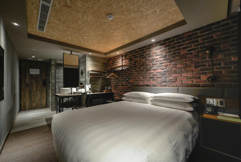 七八月高雄工業風旅店特價,雙人600元可入住一晚,平日每日間數限定,比青年旅館還便宜! @走走停停,小燈泡在旅行