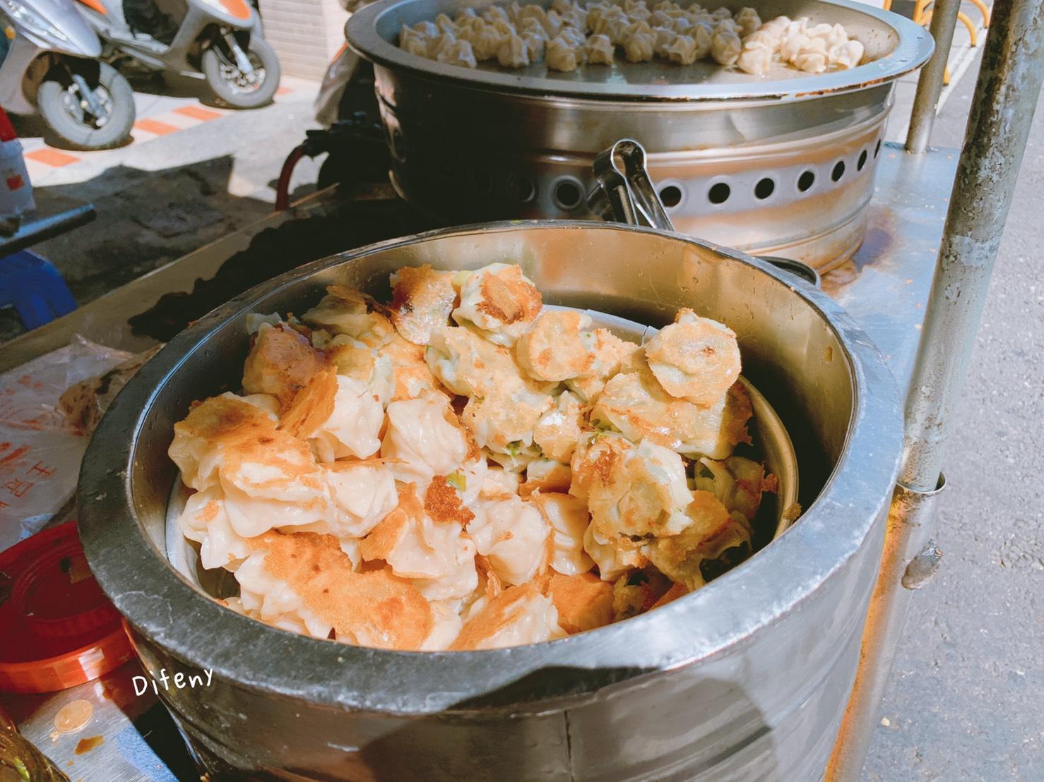 朱家水煎餃|高雄忠孝夜市超好吃3元一口煎餃,韭菜、高麗菜口味~鮮奶茶必喝~