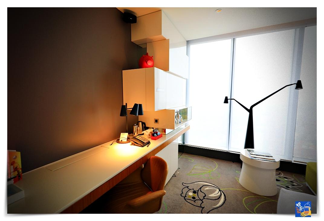 台北W HOTEL白日夢專案 官網限定 包含4000餐飲內容,懶在房間裡一直吃、餐飲水準不錯、服務細膩度疫情後可再提升