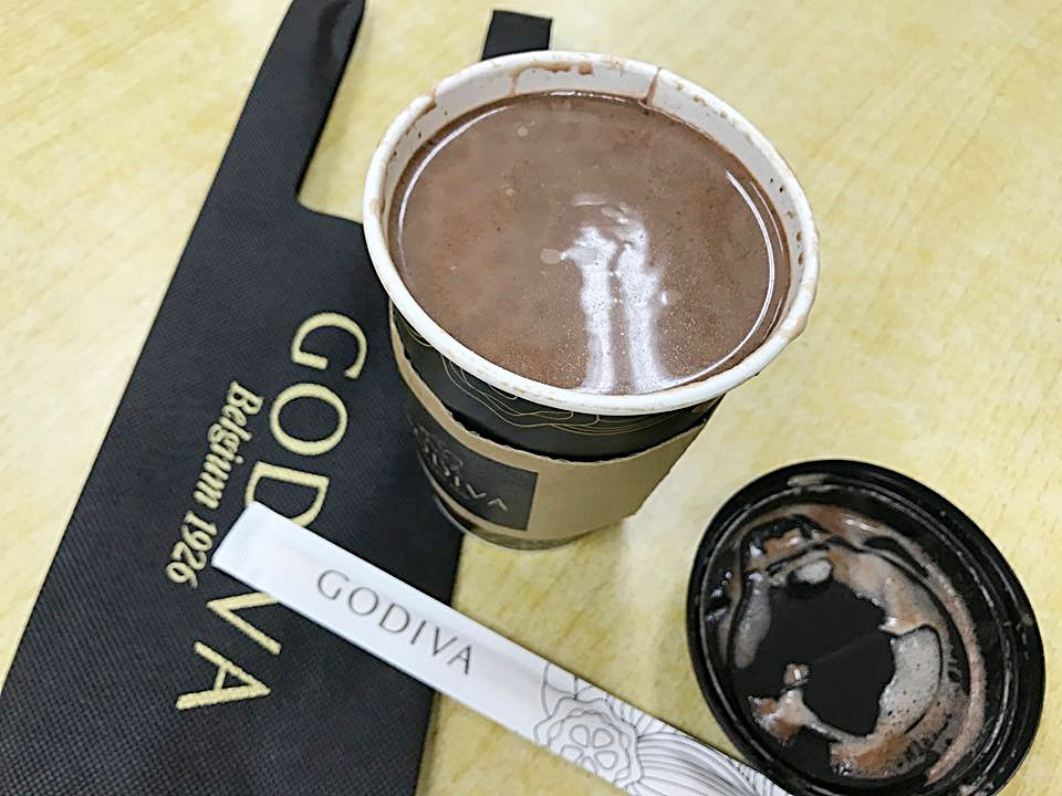 7-11 godiva醇黑經典巧克力,12/5經典上市,單杯送超值專屬杯袋,99元~