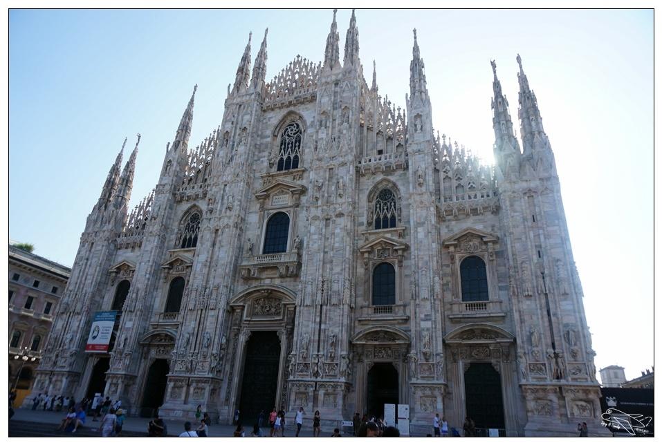 米蘭大教堂|世紀經典景點・那一個早晨的米蘭主座教堂洗禮~Duomo di Milano