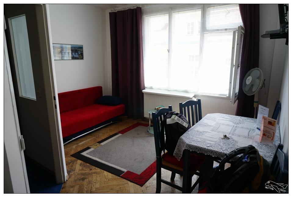(布拉格飯店)老城區Apartment Konvikt(康維特公寓酒店)。近Tesco、便宜潘朵拉、地鐵站。簡單小廚房、付費名車機場接送