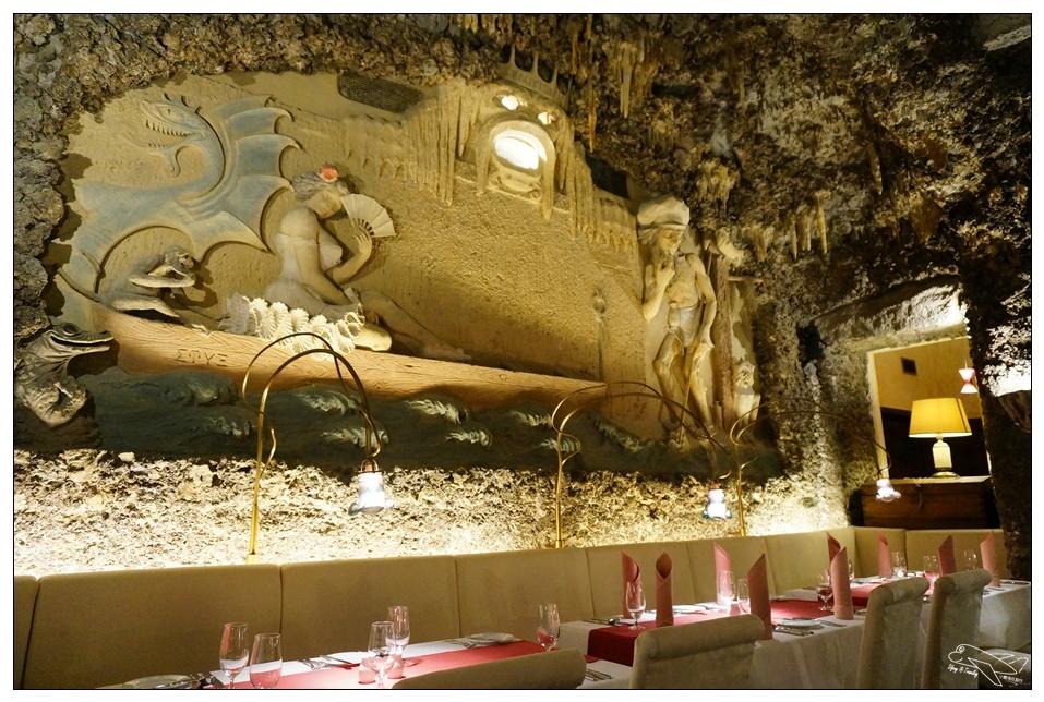 歐洲自助|布拉格鐘乳石餐廳Triton。用餐氣氛特殊、特殊節慶值得~