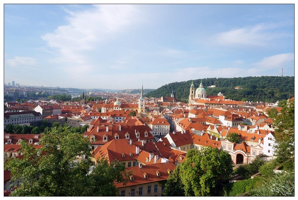 捷克自助|早晨布拉格城堡區漫步。最美好的俯瞰市中心景致~查理大橋、城堡區starbucks~