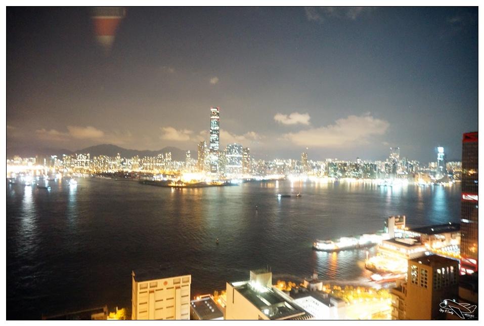 (香港港景飯店推薦)上環IBIS宜必思酒店。維多利亞港飯店、香港站免費酒店接駁巴士、港澳碼頭搭船去澳門超方便