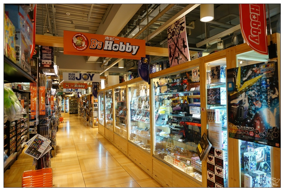 日本九州鋼彈 文教堂B's hobby採買記,最大級模型店!天神Soil LOFT不只買文具,隱藏版的鋼彈集散地~含文具退稅紀錄