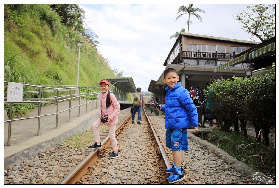 十分平溪親子小旅行|台北近郊追火車。韓國日本朋友最愛台北景點原因大剖析~