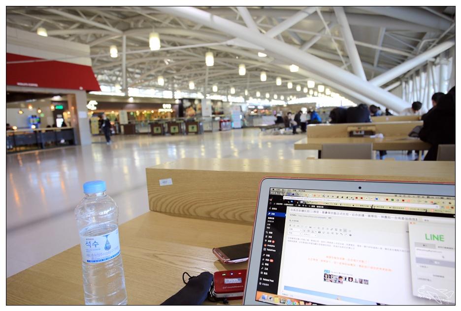 釜山自助|釜山金海機場隱藏版工作區。商務旅客、處理工作、短暫休息好去處~