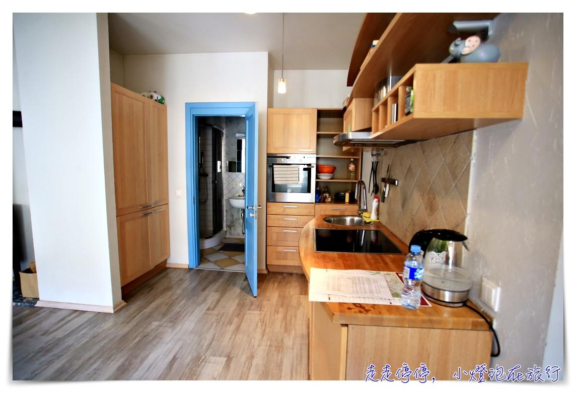 立陶宛維爾紐斯Airbnb 老城區、體驗當地民情的超大公寓~